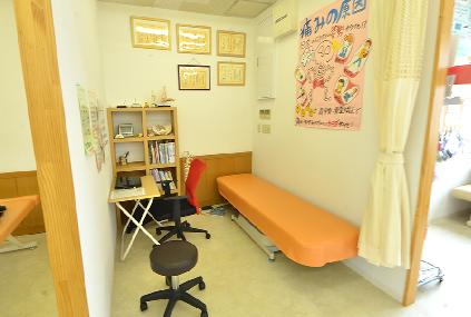 もちの木整骨院の問診室の写真