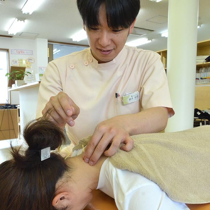 鍼灸療法の施術の様子
