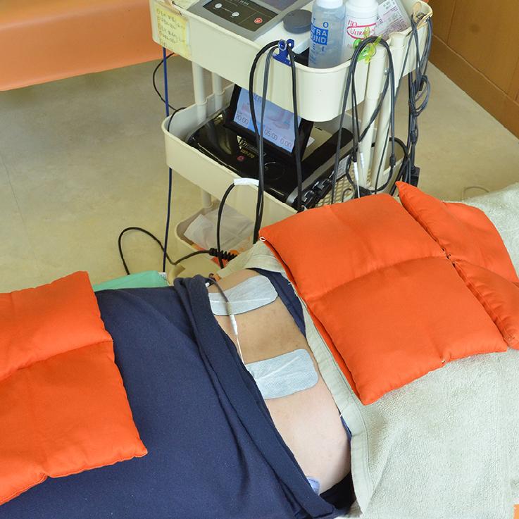 最新の電療機器施術の様子